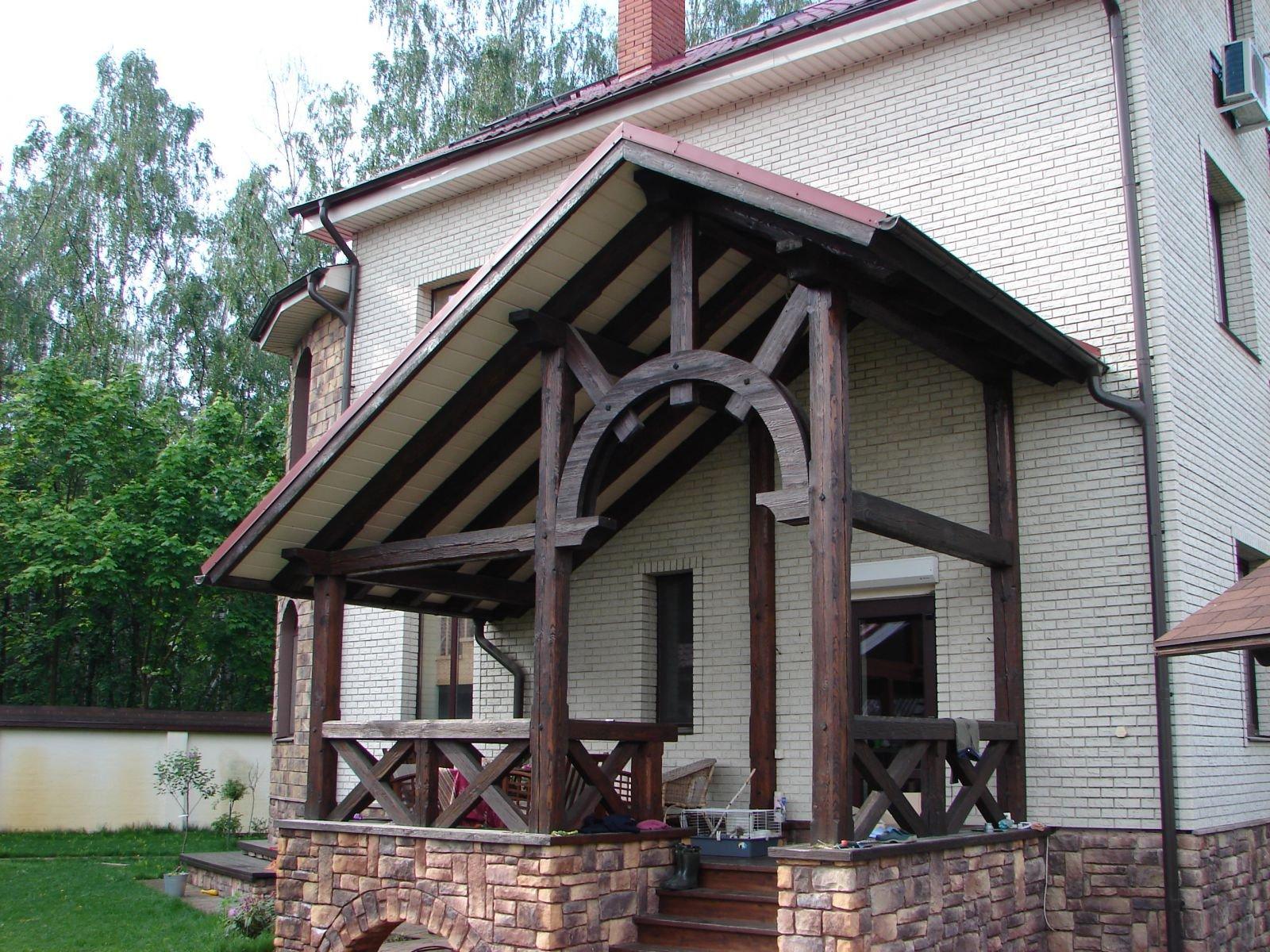 Комбинированное крыльцо - беседка, пристройка к кирпичному дому