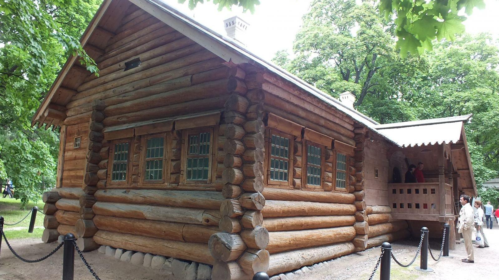 Деревянный домик Петра