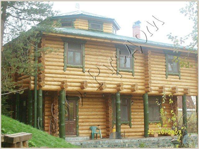 Деревянный дом с гульбищем
