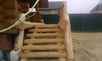 Рубленая лестница к крыльцу