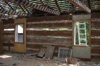 Канадский сруб деревянного дома, вид изнутри, без отделки