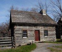 Канадский деревянный дом под двухскатной крышей
