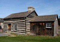 Канадский деревянный дом с каркасной пристройкой