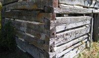 Угол канадского деревянного дома. Рубка в косую лапу