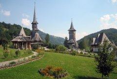 Територия рядом с церковью Пресвятой Богородицы