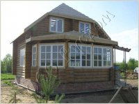 Деревянный дом с застекленной верандой