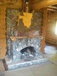 Оригинальный камин в деревянном доме